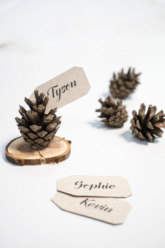 marque place diy noel naturelle pomme de pin et étiquettes prénoms