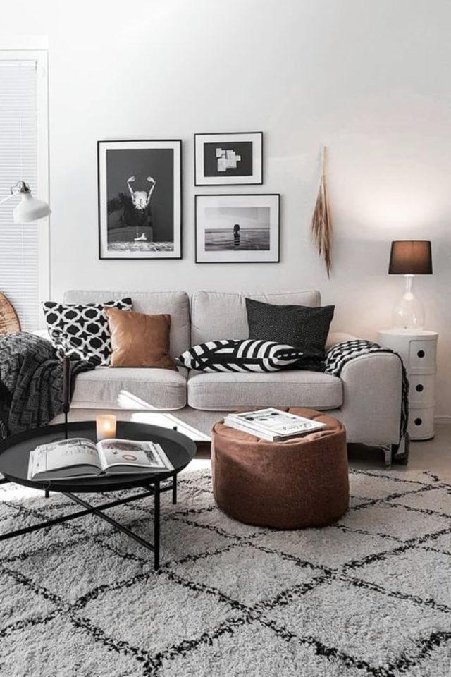 salon cosy nesting exemple canapé gris moderne tapis berbère pouf en cuir