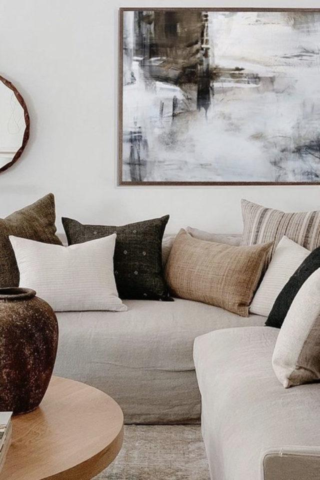salon cosy nesting exemple  coussin beige crême et écru ambiance neutre
