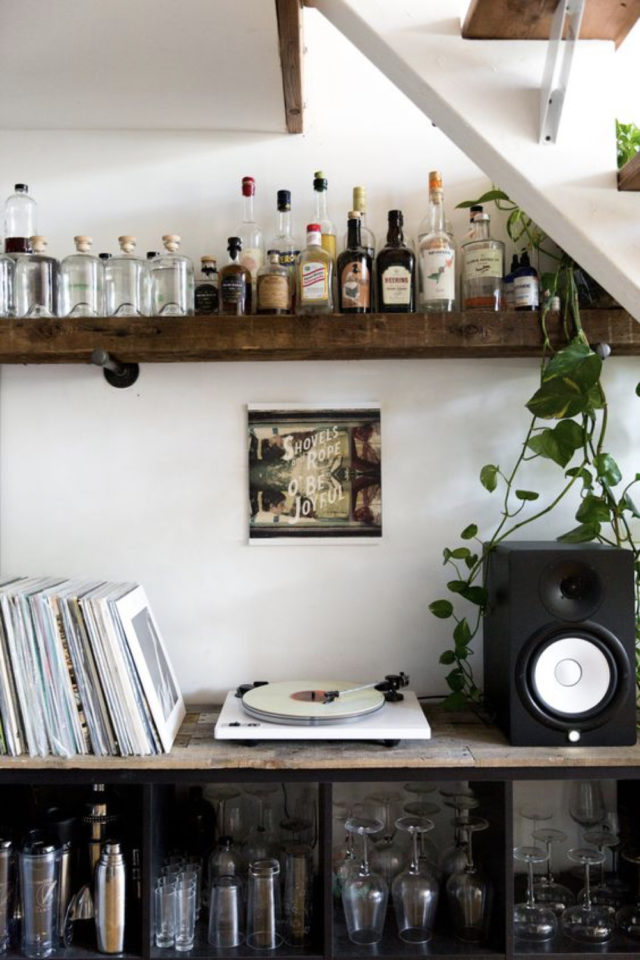 decoration rock rangement vinyle et bar bouteille etagere