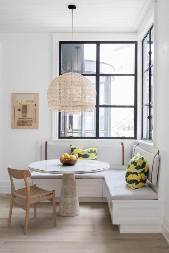 banquette angle coin repas 1gain de place idée à copier salle à manger séjour salon fenêtre dossier accroché au mur avec cuir