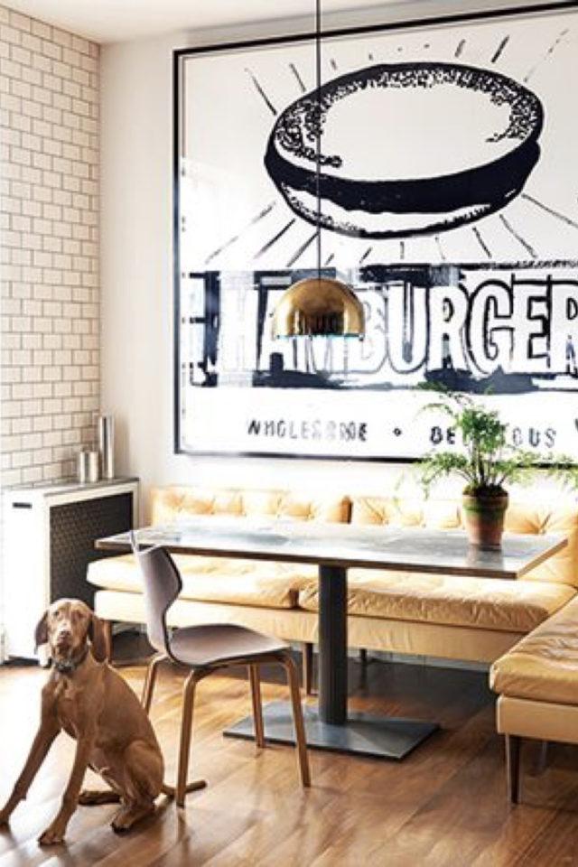 banquette angle coin repas 10 idées à copier style rétro grand cadre illustration vintage burger noir et blanc table piètement central