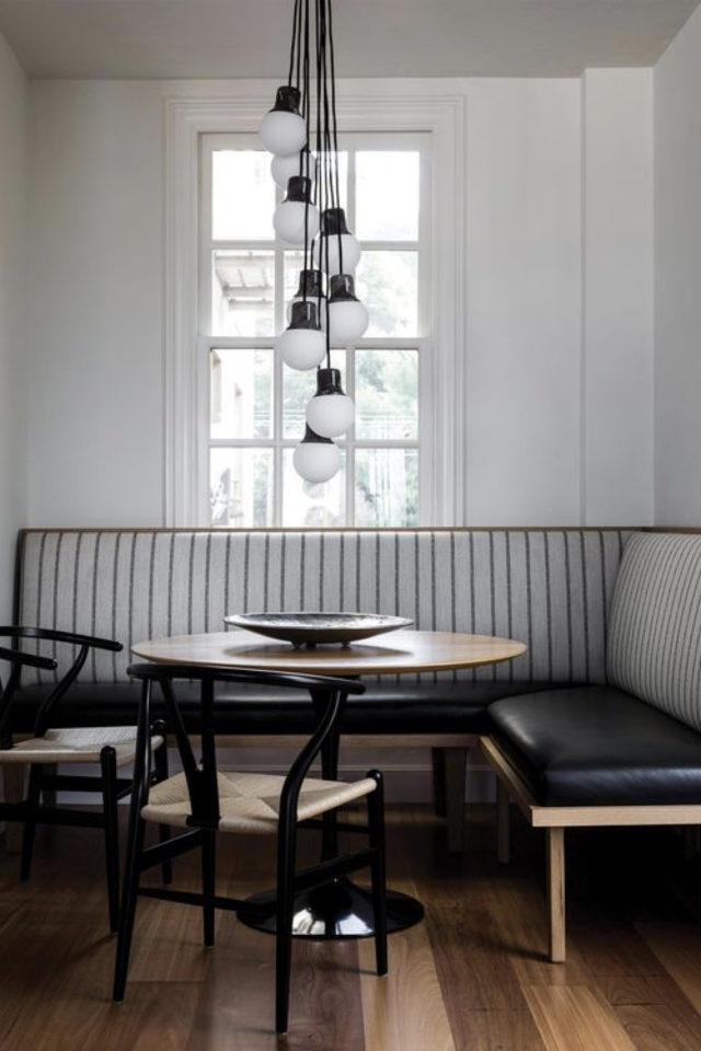 banquette angle coin repas petit espace gain de place style rétro chic art déco banquette cuir suspension centre de table design table ronde noire