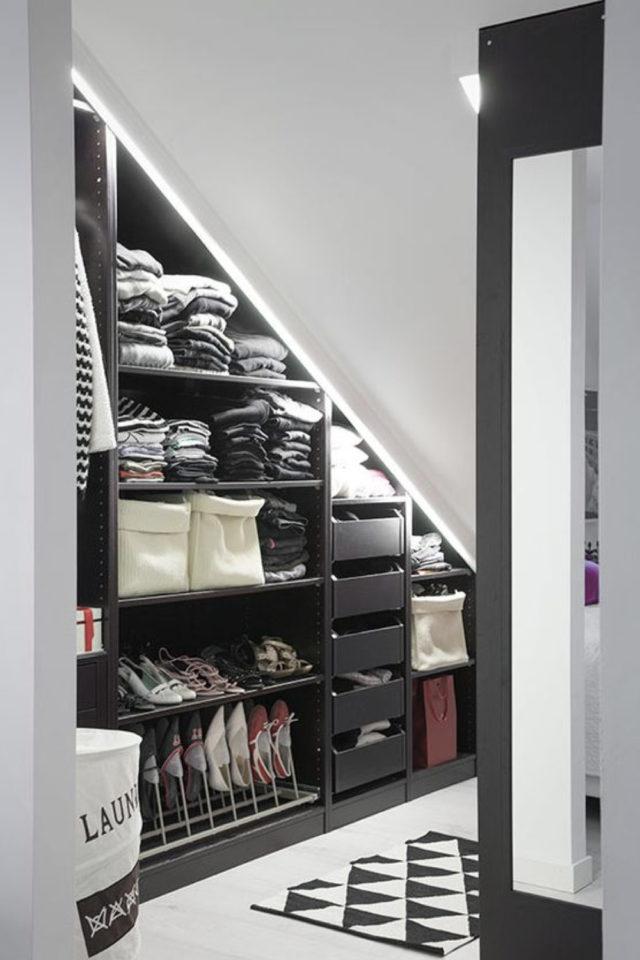 combles aménagés dressing exemple petit placard sans portes chambre d'ami