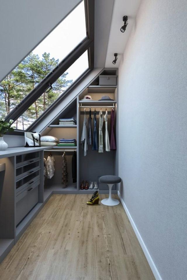 combles aménagés dressing exemple grand velux nombreux espaces de rangements