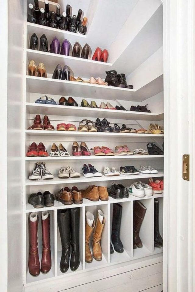 combles aménagés dressing exemple solution rangement chaussure collection