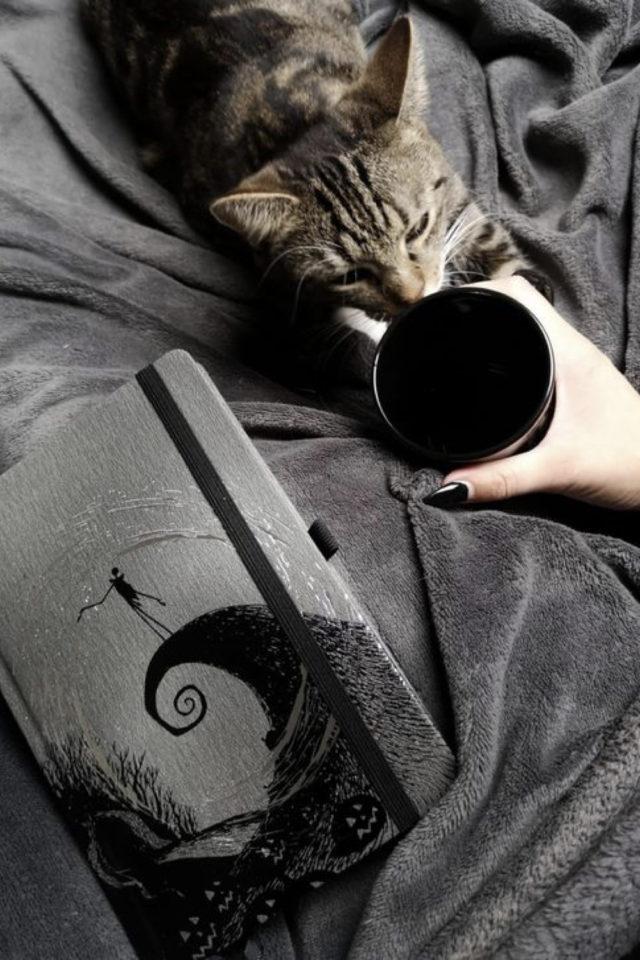 de la deco et des chats cafe tasse noir et carnet étrange noel de mister Jack