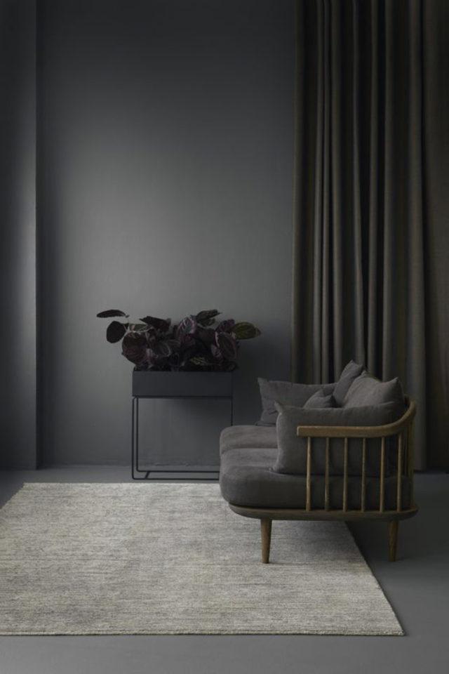 deco interieur couleur gris exemple anthracite canapé rétro bois et rideaux foncés