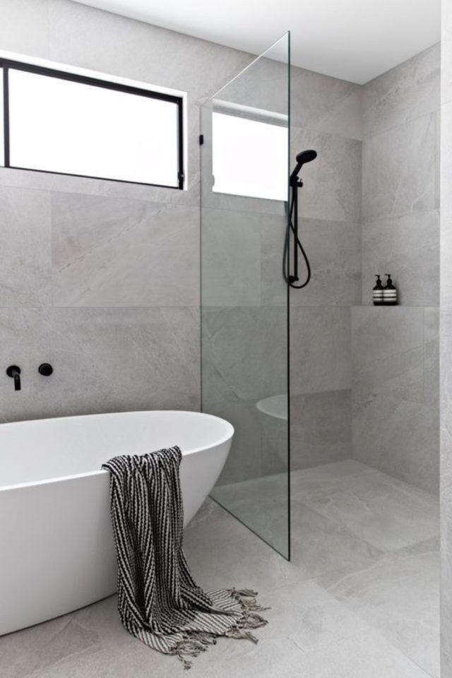deco interieur couleur gris exemple carrelage salle de bain mur et sol douche et baignoire moderne