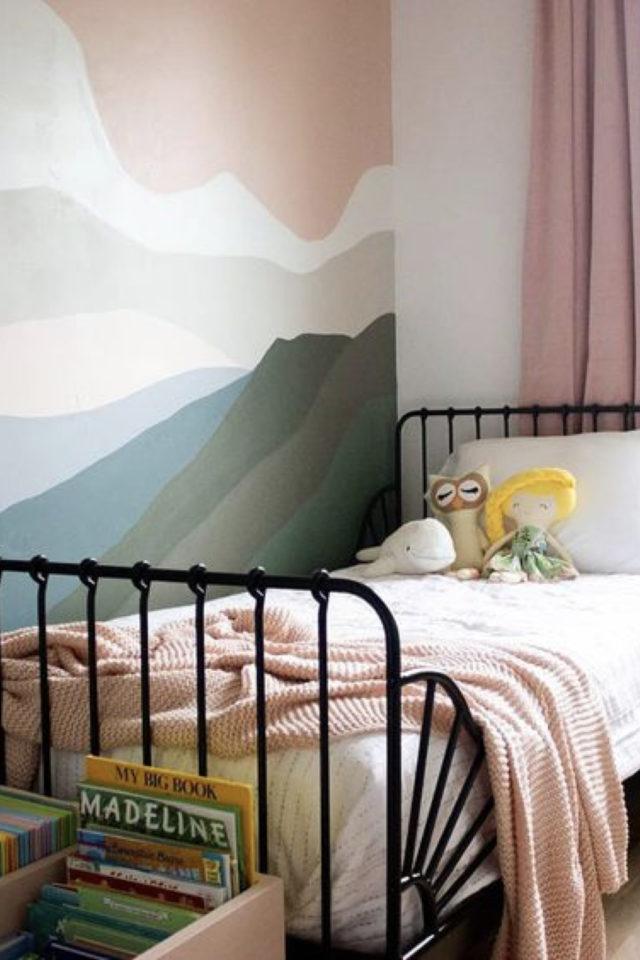 decoration chambre enfant lit metal exemple peinture murale originale couleur paysage abstrait