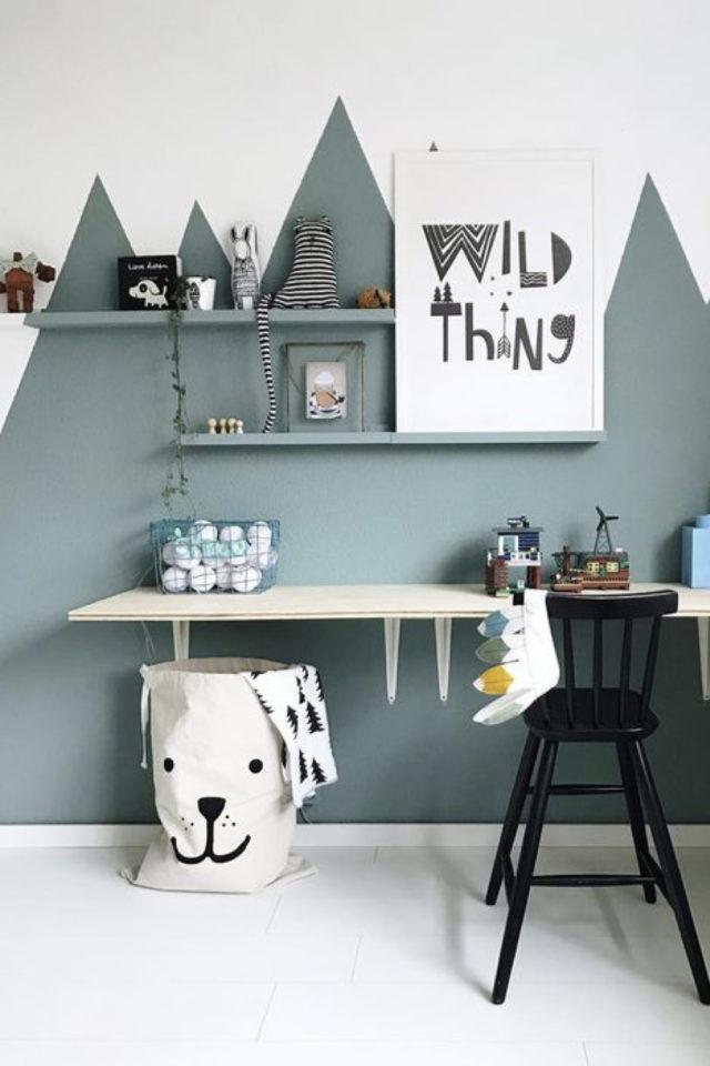 decoration chambre enfant nature exemple peinture décor mural montagne vert sauge et blanc géométrique et moderne