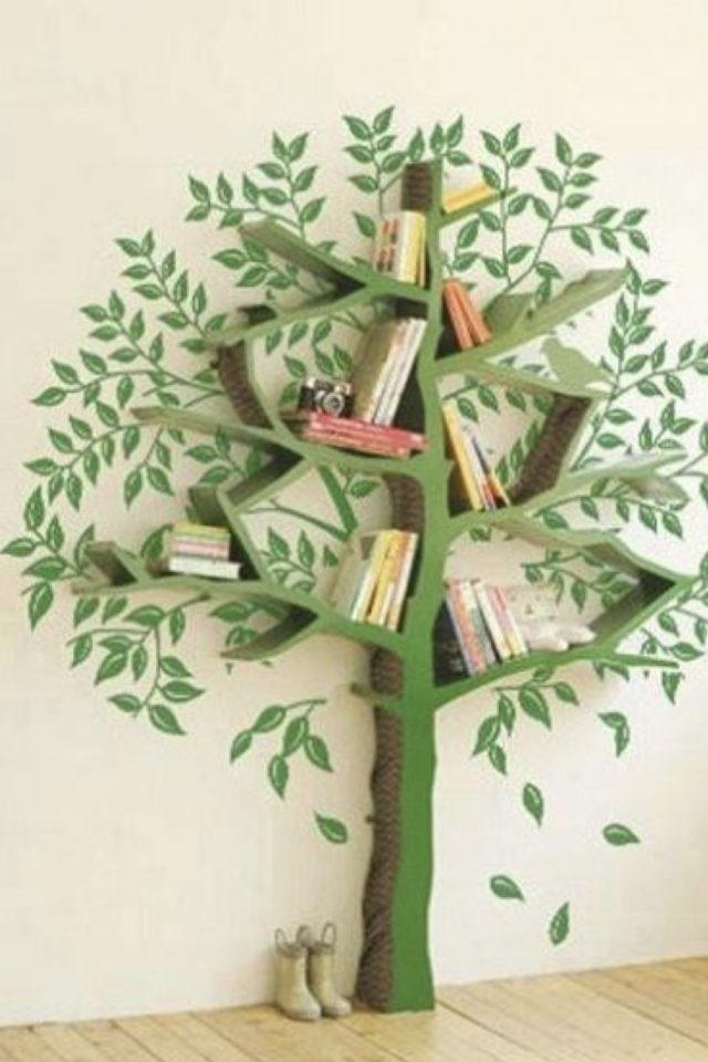 decoration chambre enfant nature exemple étagère bibliothèque ludique en forme d'arbre