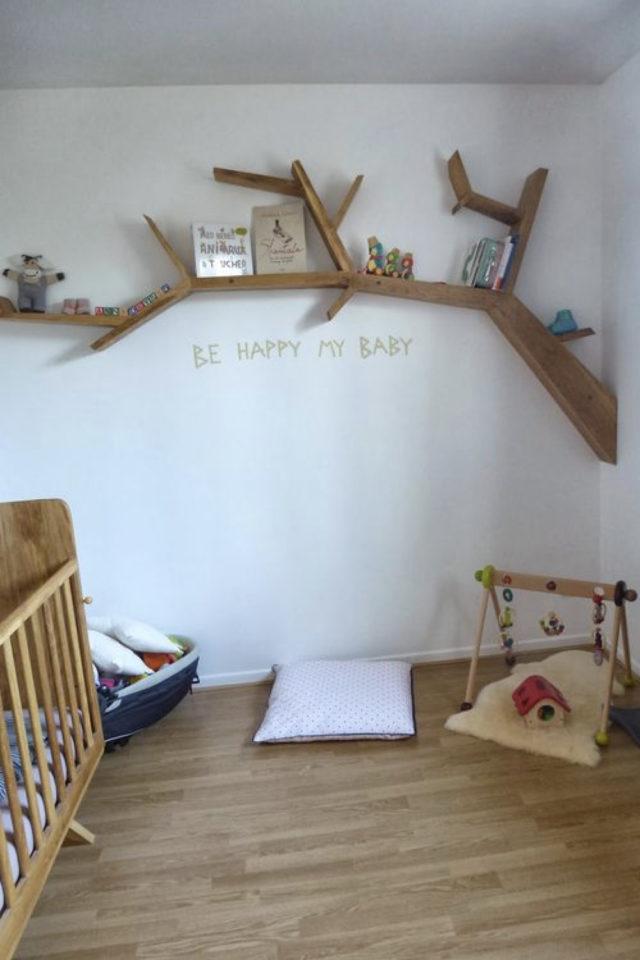 decoration chambre enfant nature exemple étagère murale en forme d'arbre