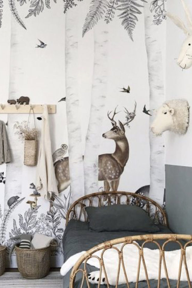 decoration chambre enfant nature exemple papier peint forêt cerf oiseau arbre