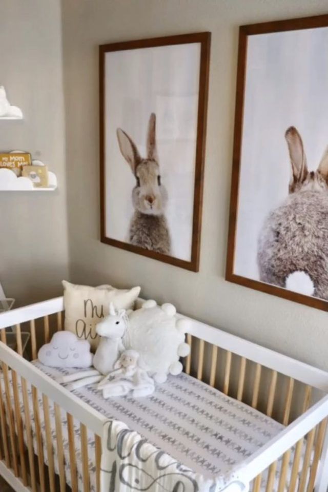decoration chambre enfant nature exemple berceau bois peinture beige poster lapin