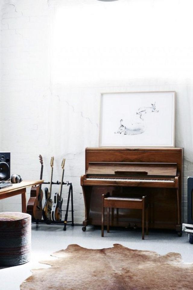 deco rock piano bois et guitare piece blanche
