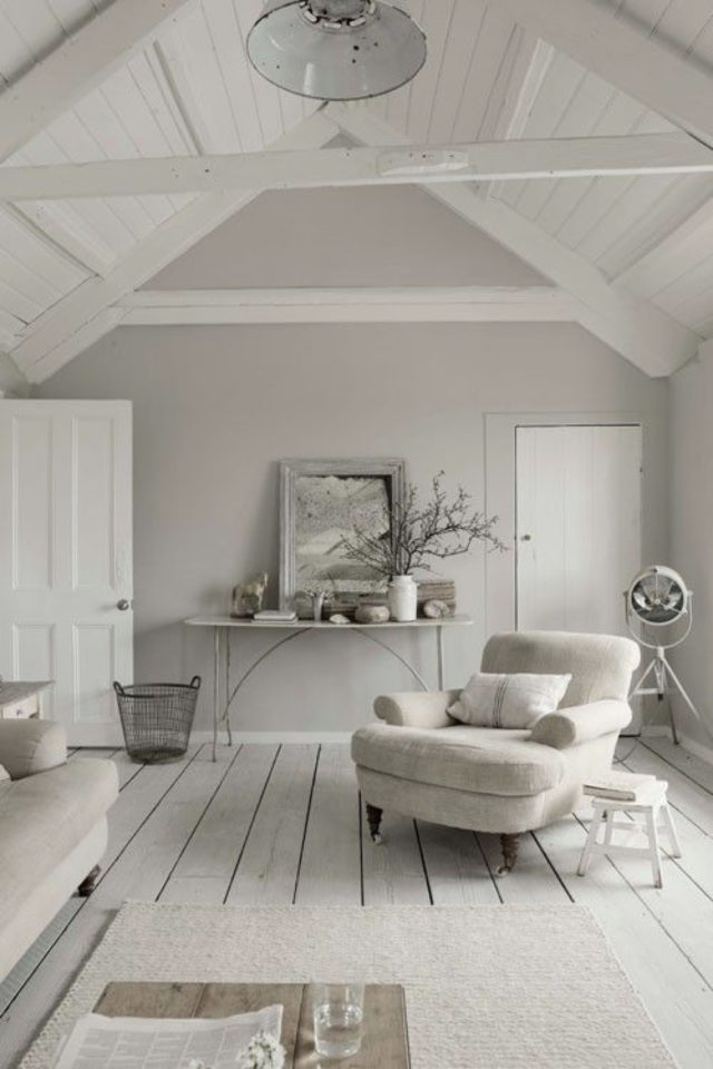 idee deco a copier gris salon séjour sous les combles blanc et peinture gris rosé