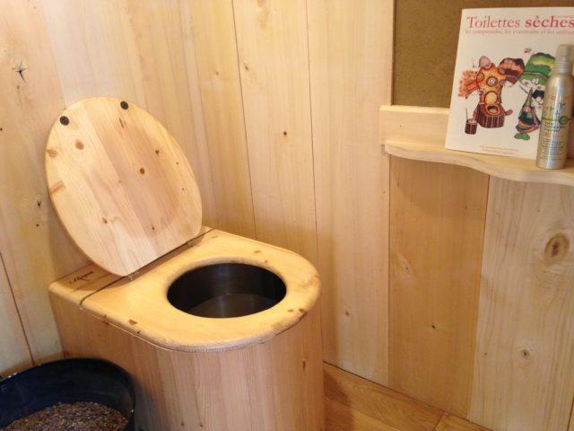 logement slow toilettes seches revetement bois ecologie