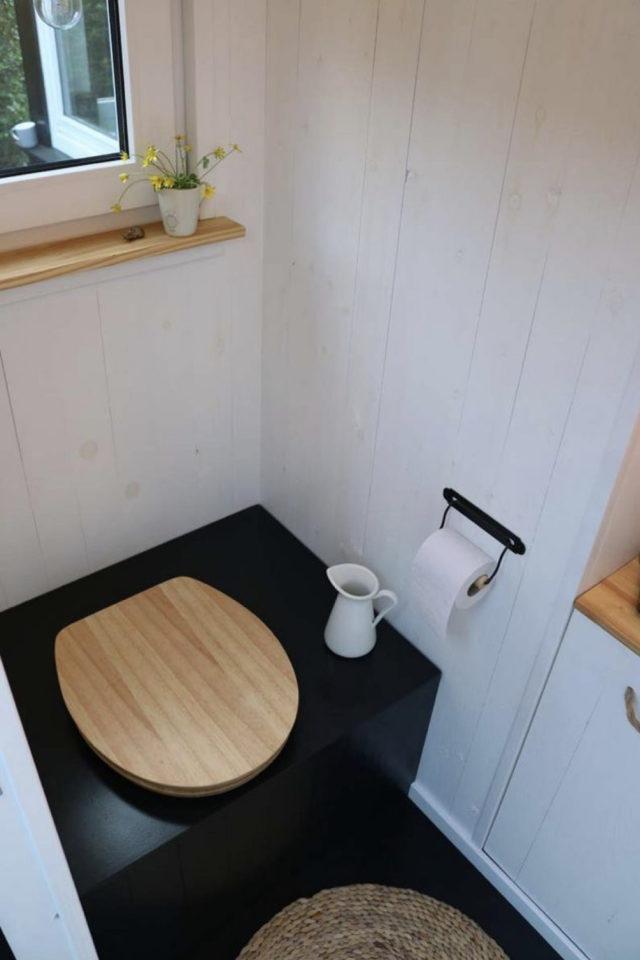 maison durable solution toilettes coffre decoration noir
