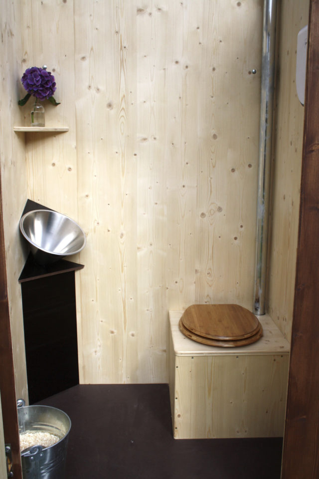 maison durable solution toilettes lambris bois