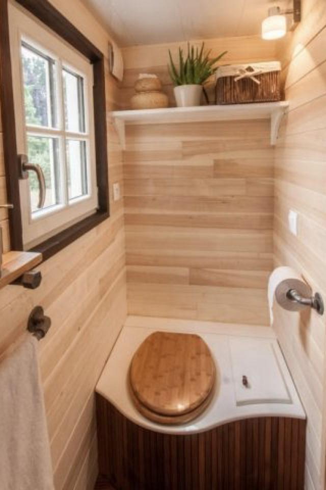 maison durable solution toilettes petit coin deco bois et fenetre