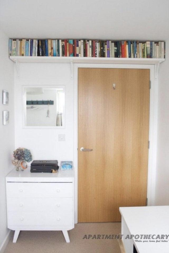 où gagner place chez soi etagere au dessus des portes optimiser espace