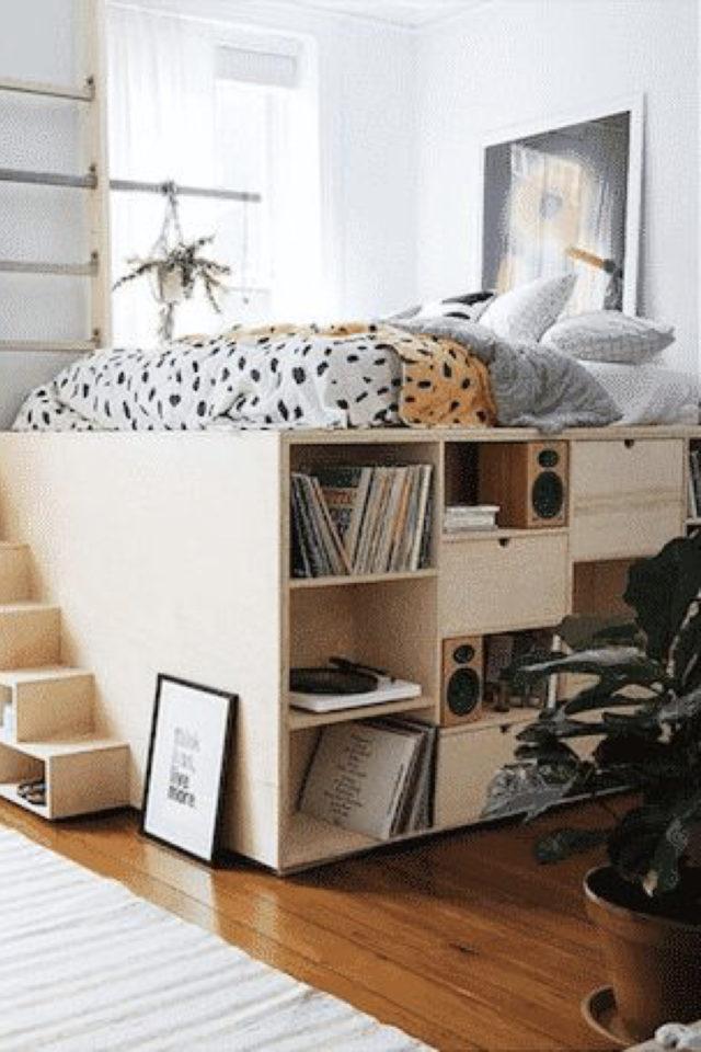 où gagner place chez soi estrade sous le lit en bois avec etagère