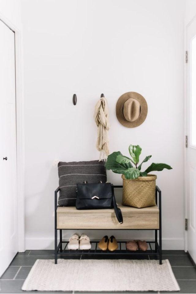 petite entree meuble a chaussure exemple étagère format réduit rangement pratique moderne et malin