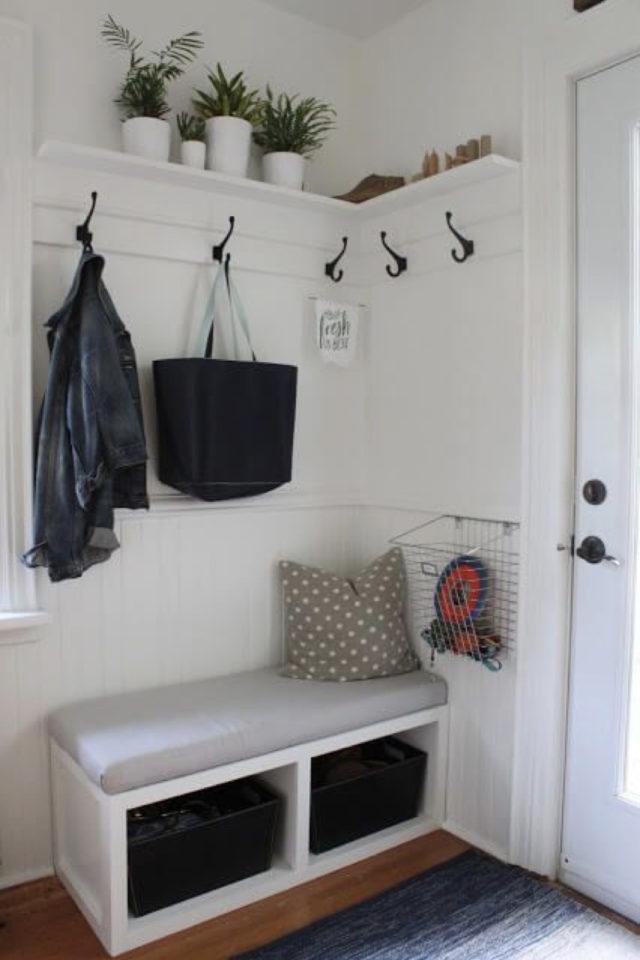 petite entree meuble a chaussure exemple petit espace lumineux blanc et banc banquette gain de place