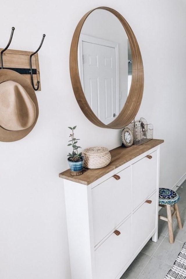 petite entree meuble a chaussure exemple mobilier rangement gain de place bois et blanc grand miroir moderne rond en bois