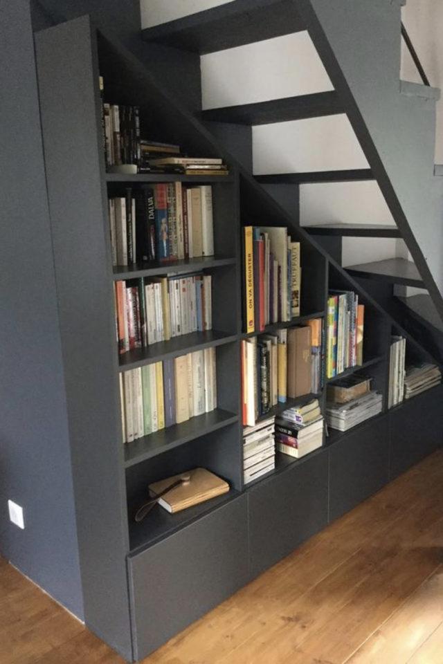 où gagner place chez soi aménagement sous escaliers décoration meuble bibliothèque sur mesure