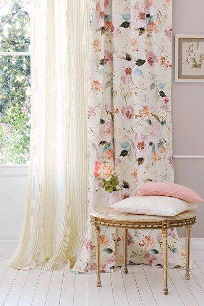 rideaux a motif fleur blanc rose vert poétique et lumineux