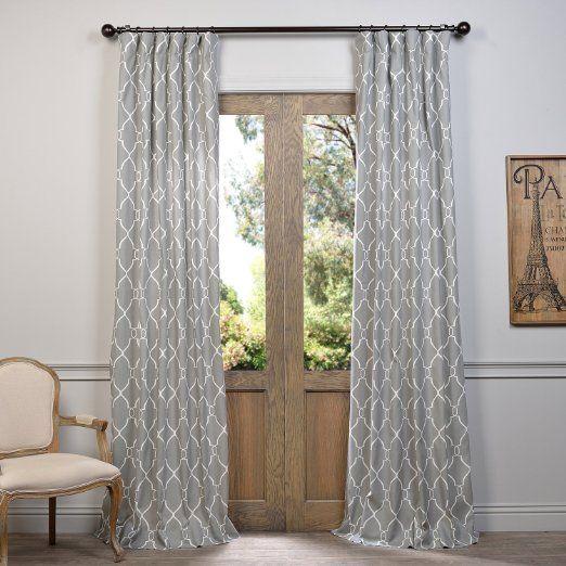 rideaux a motif geometrique gris et blanc porte vitrée