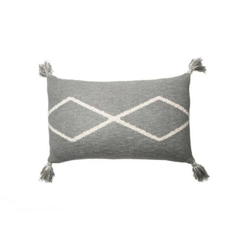 salon accessoire deco design gris coussin ethnique gris clair