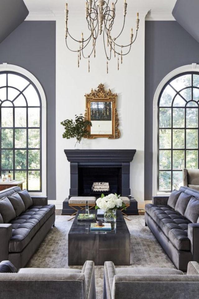 salon gris style classique chic grande fenêtre ovale cheminée canapé couleurs gris