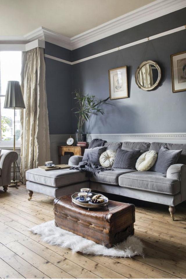 salon gris style classique chic peinture murale soubassement et moulures