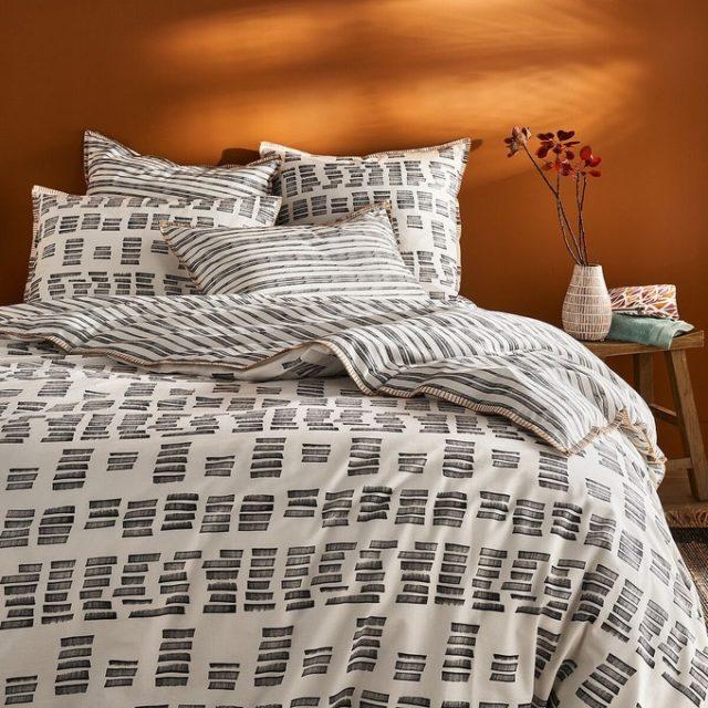 soldes hiver deco mobilier linge de lit moderne imprimé noir et blanc bon plan pas cher