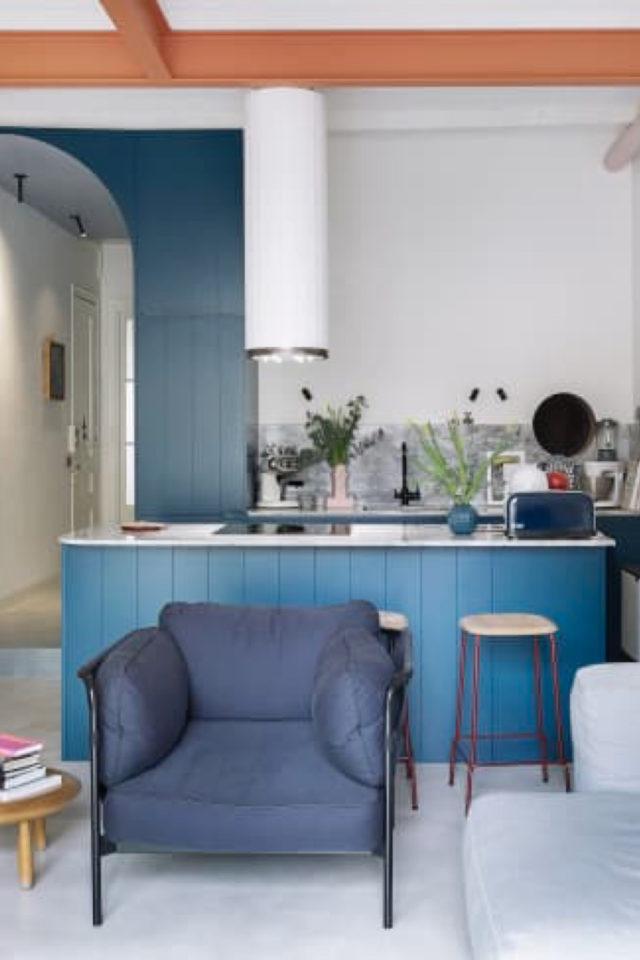 style mid century decoration couleur intérieur vintage bleu cuisine salon séjour blanc