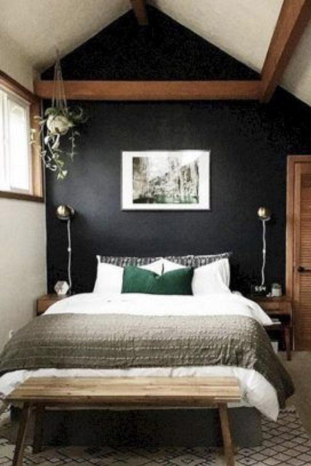 chambre combles moderne couleur exemple mur noir bois foncé cadre photo noir et blanc ambiance masculine