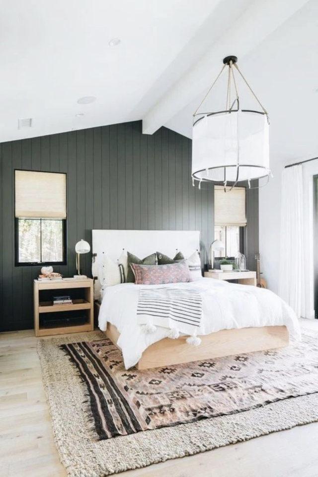 chambre combles moderne couleur exemple ambiance nature mur lambris peinture vert sauge lit en bois clair tapis parquet
