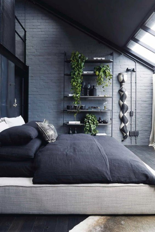 chambre combles moderne couleur exemple peinture couleur bleu ambiance fraiche et contemporaine linge de lit bleu nuit plantes vertes