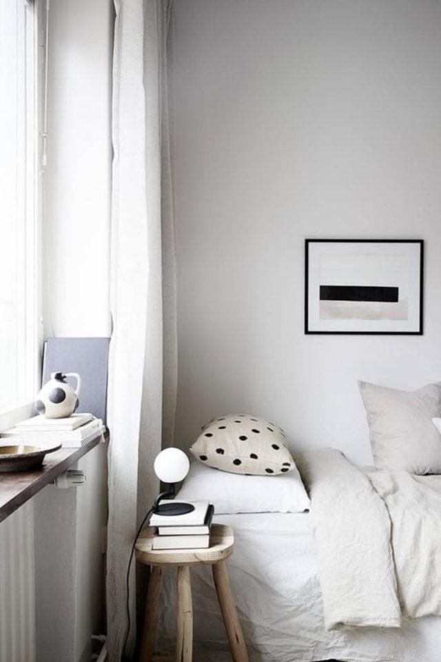 chambre deco minimaliste exemple petite chambre lit contre mur blanc craie calcaire linge de lit lin naturel