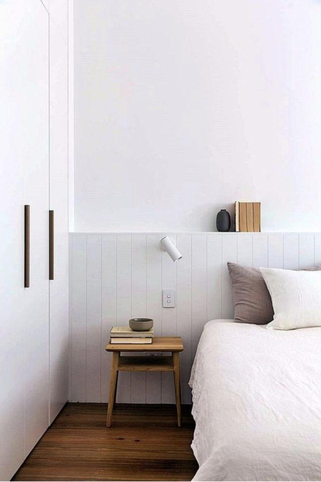 chambre deco minimaliste exemple caisson tête de lit lambris bois peint en blanc