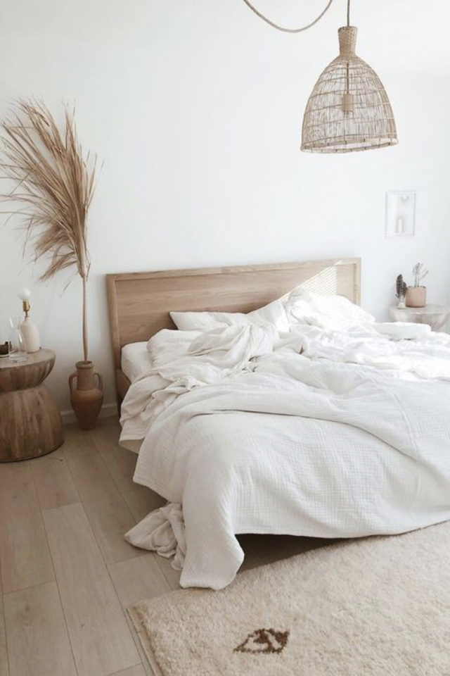 chambre deco minimaliste exemple ambiance slow bous naturel blanc lit tête de lit simplicité