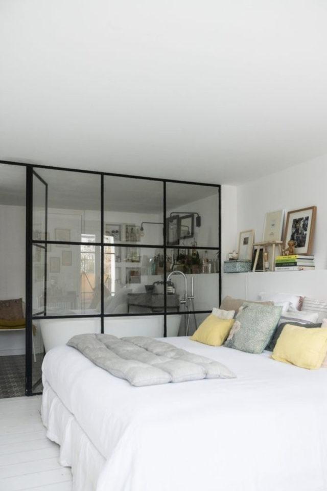 chambre lumiere naturelle verriere exemple séparation salle de bain encadrement métal moderne fenêtre carrée