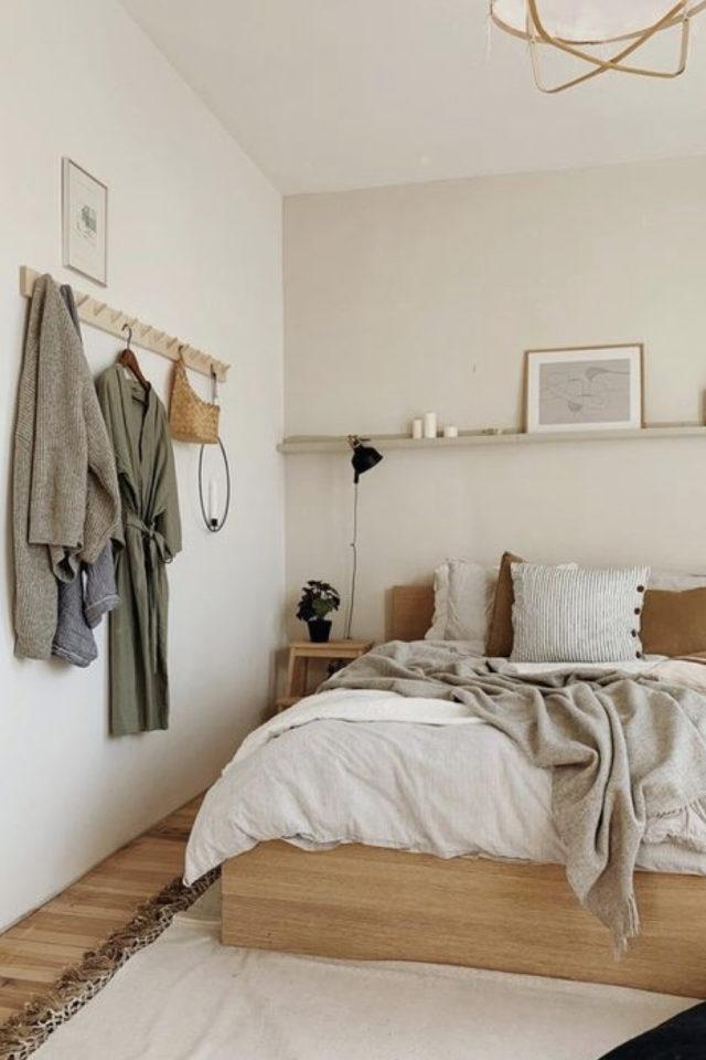 chambre lumineuse couleur exemple couleur beige très clair mobilier bois ambiance moderne et calme