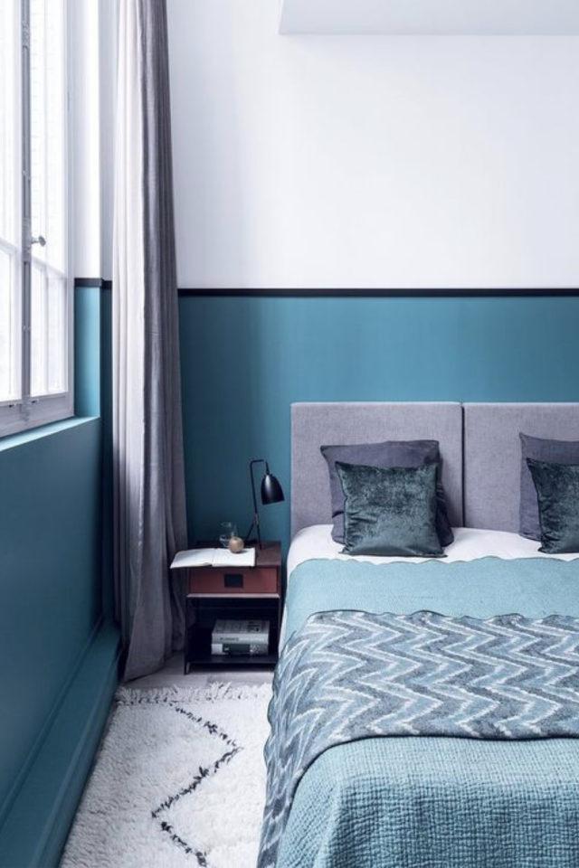 chambre lumineuse couleur exemple soubassement peinture bleu liseré bleu nuit décor moderne et clair