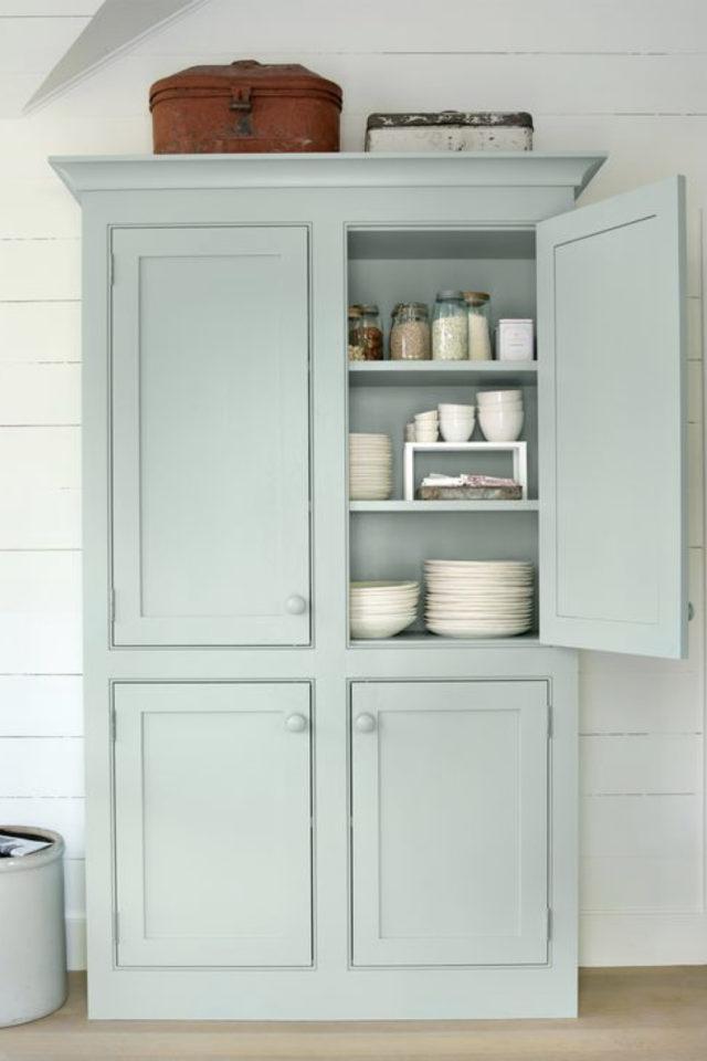 cuisine style classique chic exemple meuble vaisselier vert d'eau
