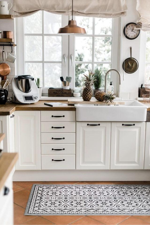 cuisine style classique chic exemple evier ancien faience blanc