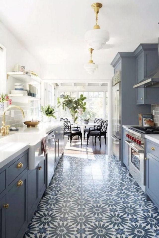 cuisine style classique chic exemple belu mobilier carreaux de ciment revêtement de sol